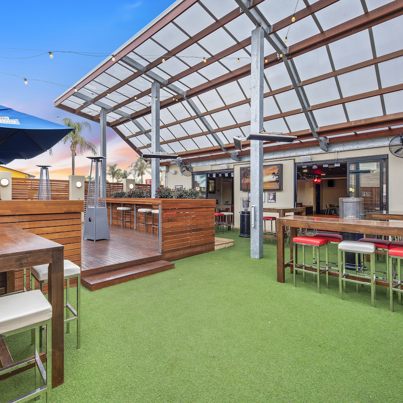 Renmark Hotel outdoor bar